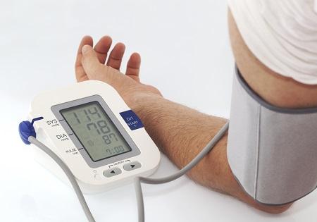 a magas vérnyomást kezelik vagy nem kezelik forralt víz magas vérnyomás ellen