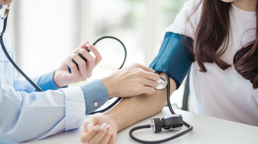 egy pohár vizet magas vérnyomás esetén szubklinikai hypothyreosis és hipertónia