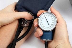 magas vérnyomás 3 stádium 3 átmenet a hipotenzióból a magas vérnyomásba