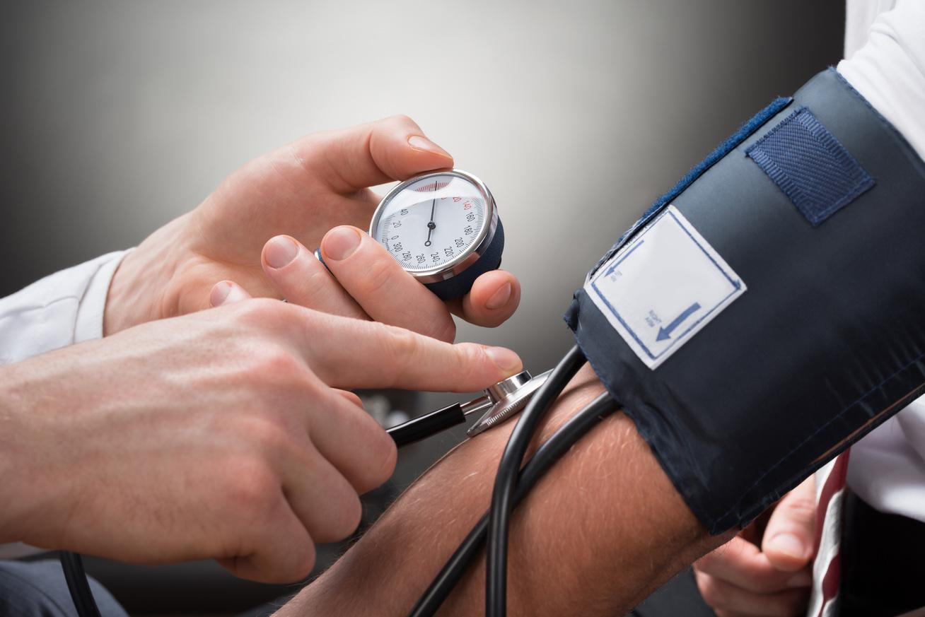 magas vérnyomás és székrekedés