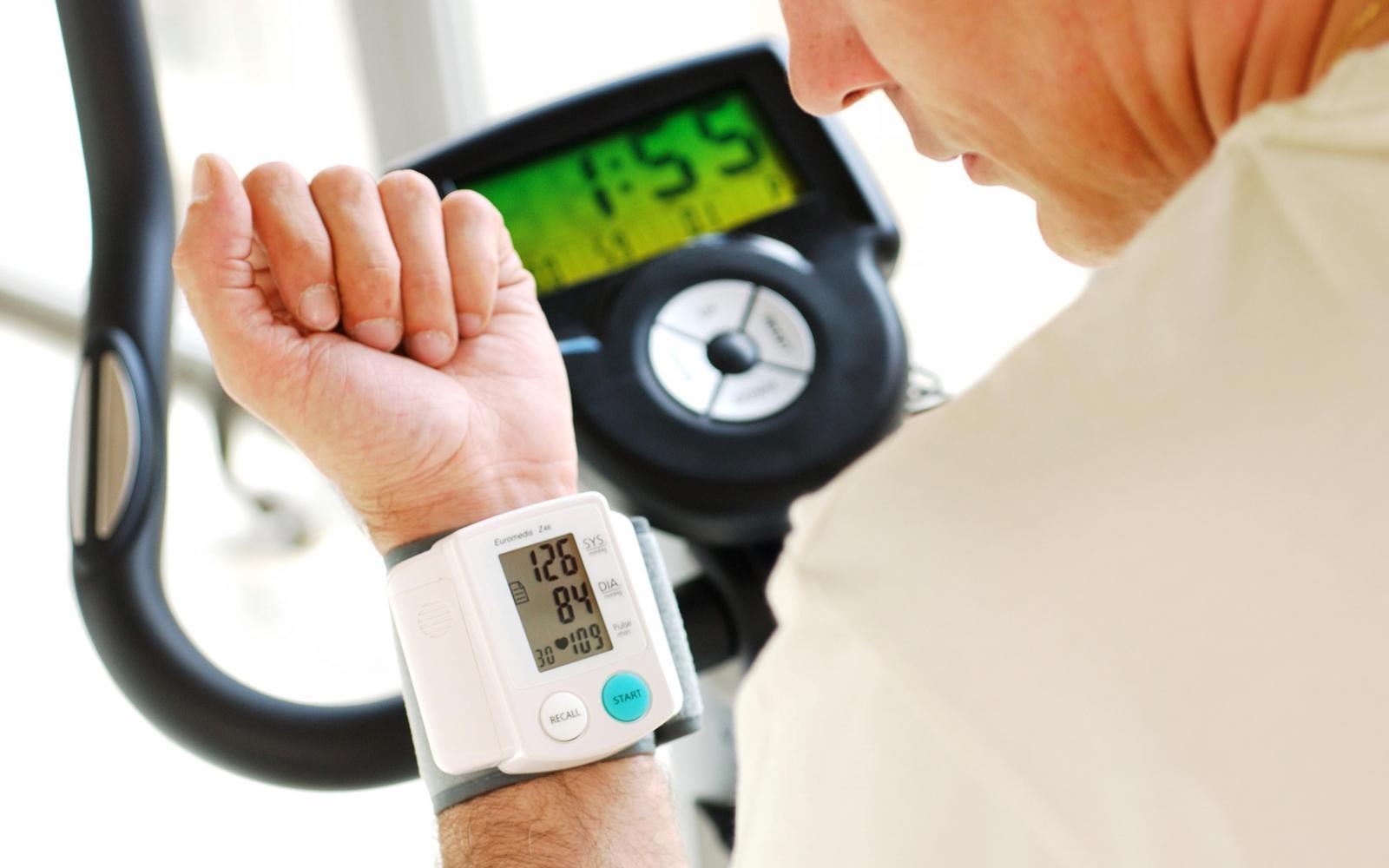 fordítsa le a magas vérnyomást ciklikusan magas vérnyomás esetén