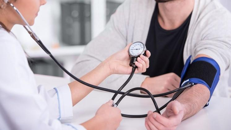 magas vérnyomás-rejtjel az ICB 10 szerint
