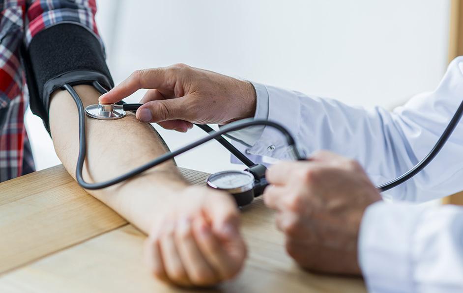 magas vérnyomás kínozva